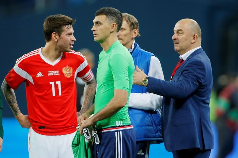 Soccer Football - International Friendly - Russia vs Spain - Krestovsky Stadium, Saint Petersburg, Russia - November 14, 2017   Russia's Vladimir Gabulov with manager Russia coach Stanislav Cherchesov and Fedor Smolov    Maxim Shemetov