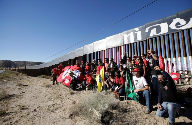 Demonstrators protest against the border wall between Mexico and the U.S. in Ciudad Juarez, Mexico. Nov. 5, 2017. Jose Luis Gonzalez