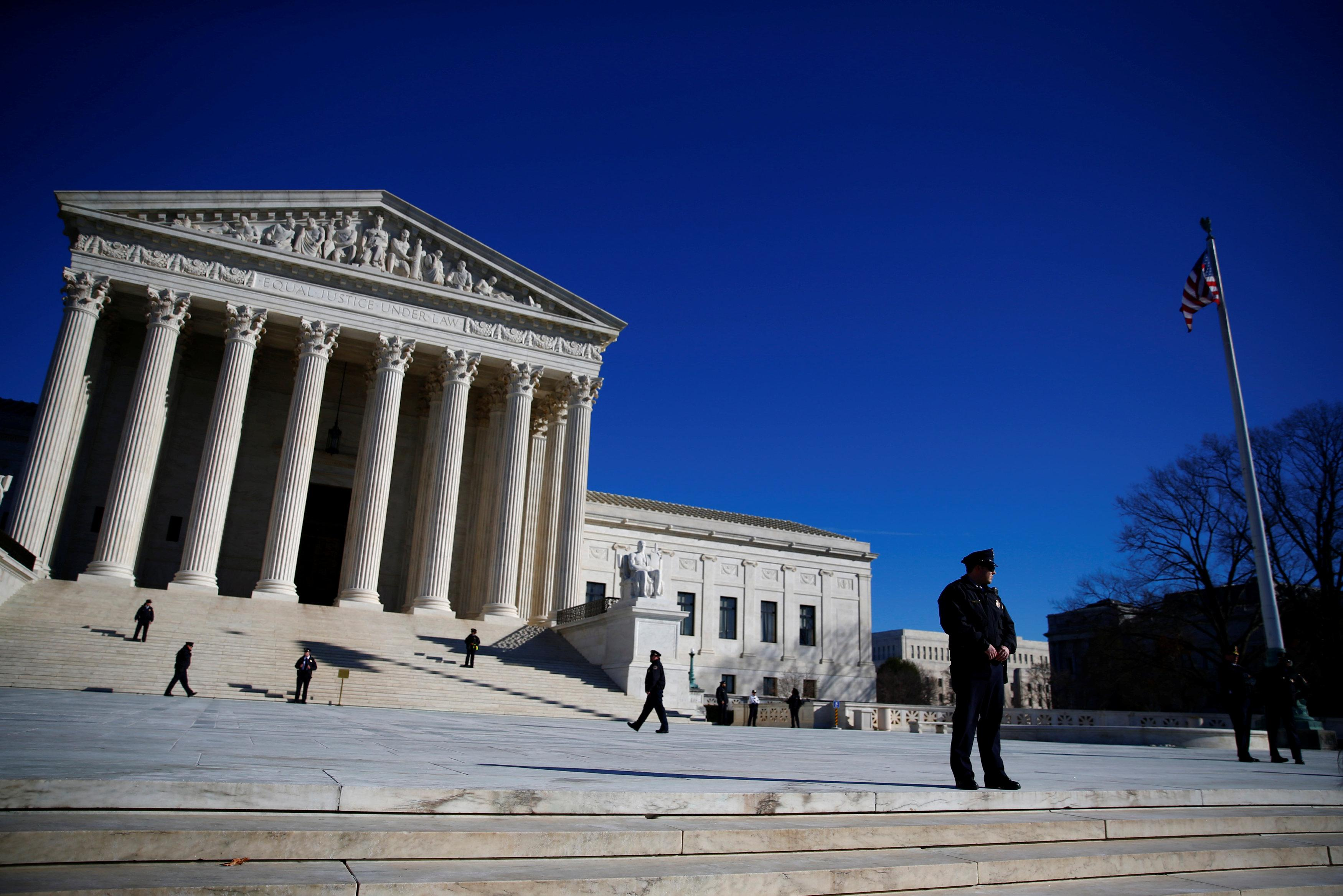Police officers stand in front of the U.S. Supreme Court in Washington, U.S., January 19, 2018. Eric Thayer
