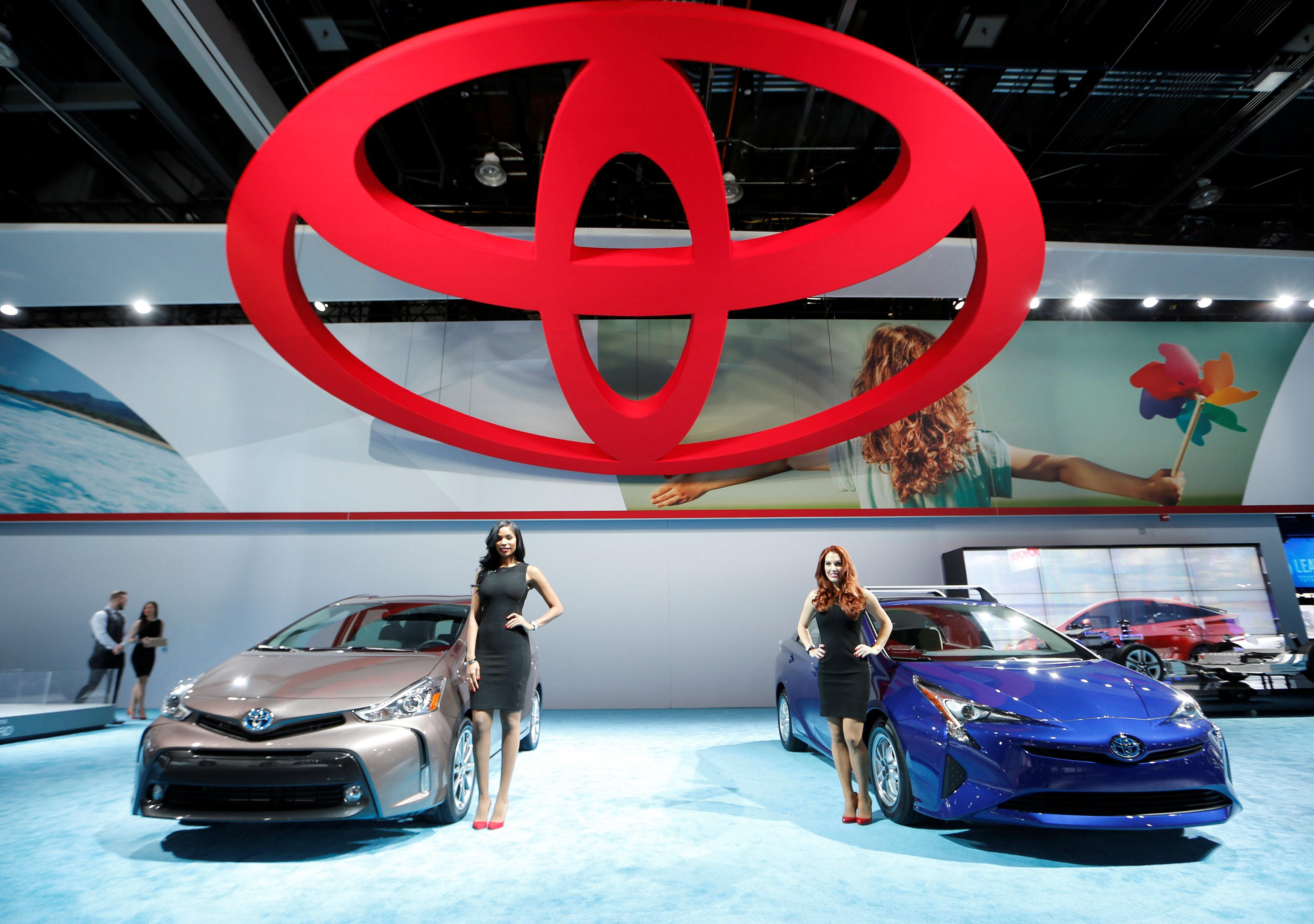 A Toyota Prius (R) and a Prius V are displayed at the North American International Auto Show in Detroit, January 12, 2016.   Mark Blinch