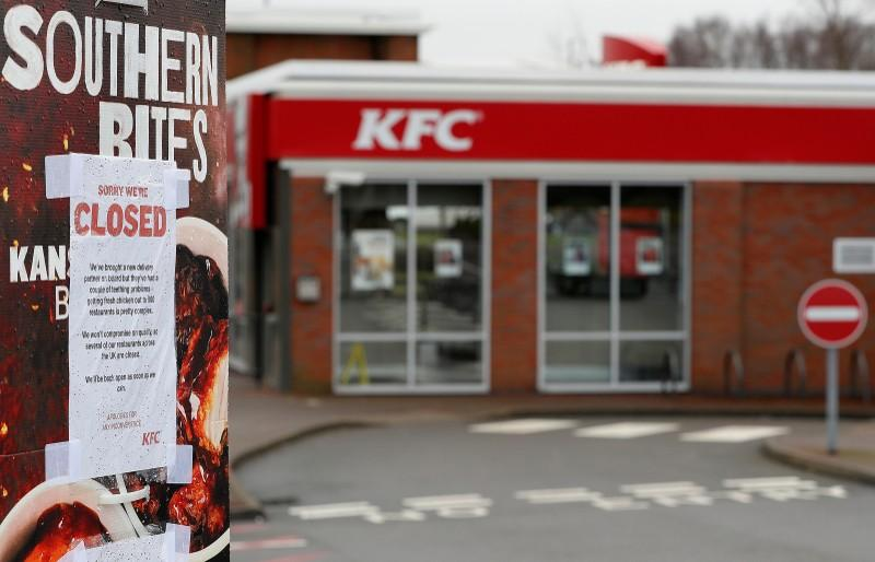 A closed sign hangs on the drive through of a KFC restaurant after problems with a new distribution system in Coalville, Britain, February 19, 2018.  Darren Staples - RC1A614DBE30