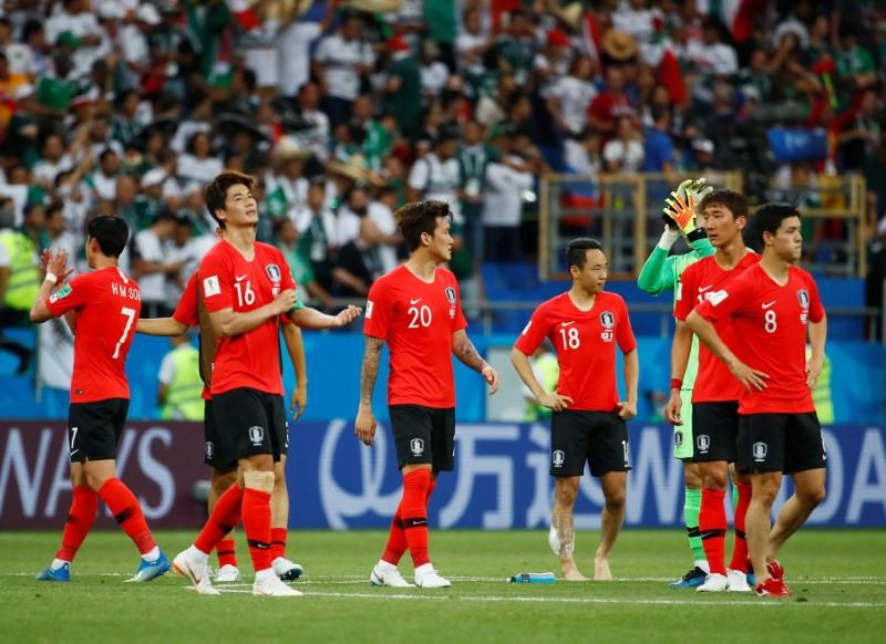 Soccer Football - World Cup - Group F - South Korea vs Mexico - Rostov Arena, Rostov-on-Don, Russia - June 23, 2018   South Korea's Ki Sung-yueng and team mates look dejected after the match        Jason Cairnduff