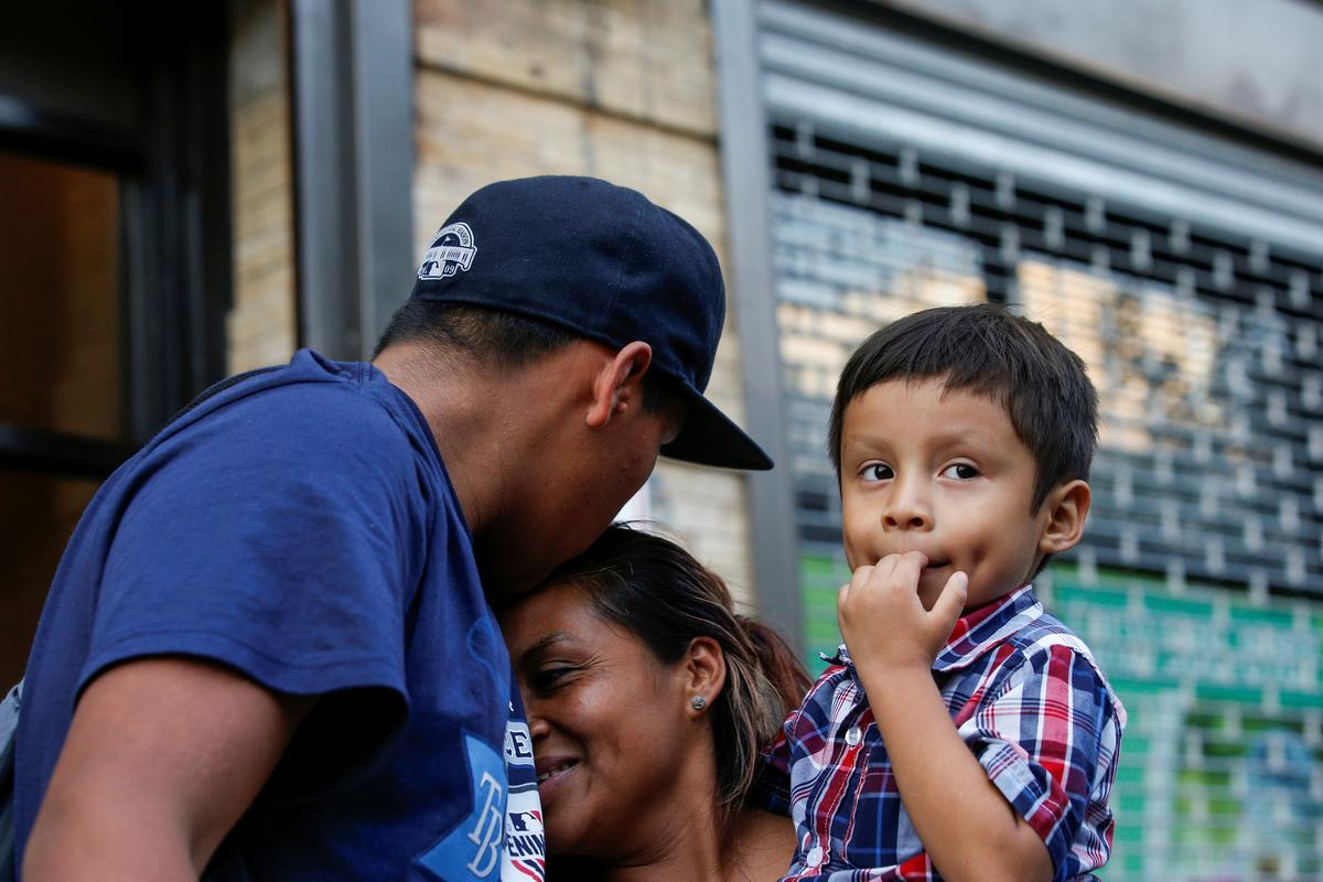 U.S. judge approves plan to reunite separated immigrant families