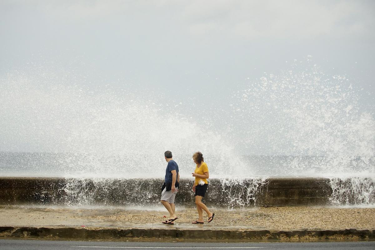 Gathering strength, Hurricane Michael heads for Florida