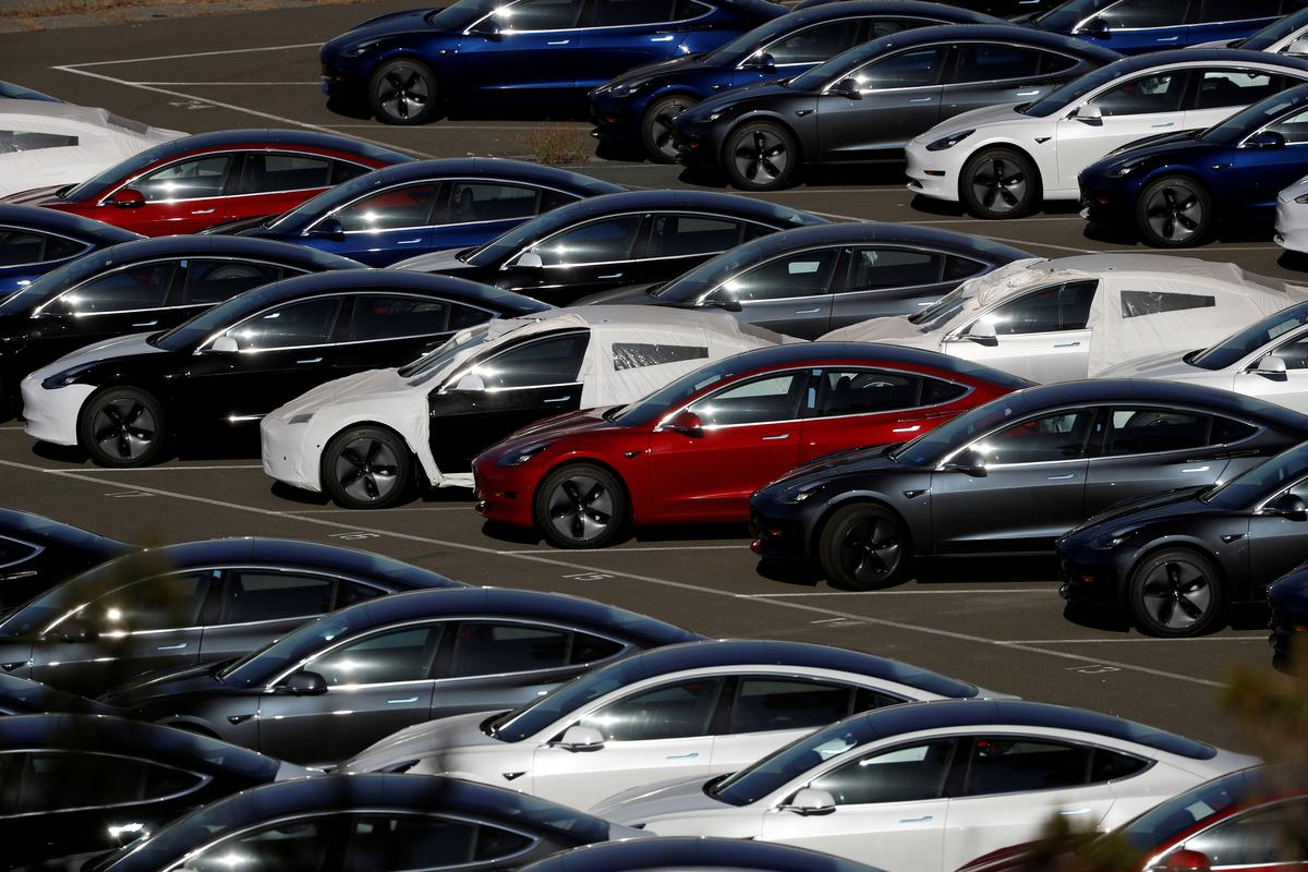 U.S. Senate bill could give Tesla, GM electric car tax credit boost