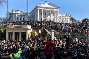 Thousands of armed activists gather at Virginia's pro-gun rally