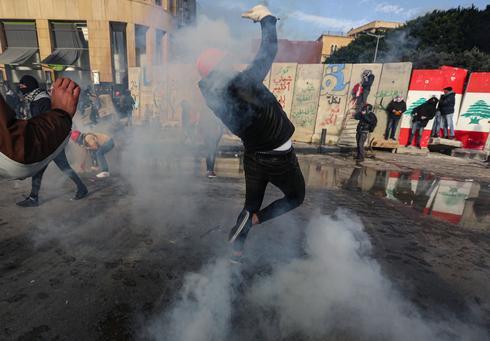 Hundreds injured as protests rock Beirut