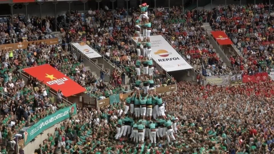 Human tower competition in Catalonia kicks off with pro-independence protest