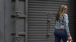 Wave of looting shutters stores, spreads fear in Venezuela