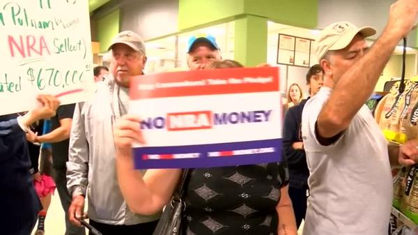 Dueling protests over gun control at Florida supermarket