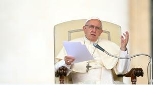 Pope joins criticism of Trump immigration policy