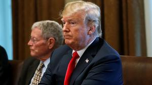 Trump signs order on family separations