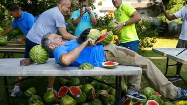 Record set for most watermelons sliced in 1 min on man's own stomach