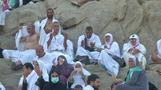 طلبا للمغفرة .. حجاج بيت الله يقفون على جبل عرفات
