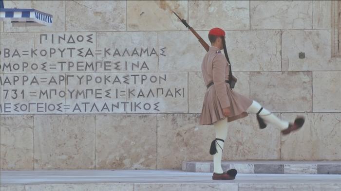 ギリシャが金融支援から脱却も、債務危機の爪あとは深く(字幕・20日)