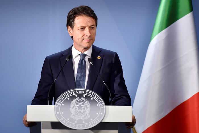 新たな債務危機の震源地はイタリアか、赤字拡大の予算案承認(字幕・15日)