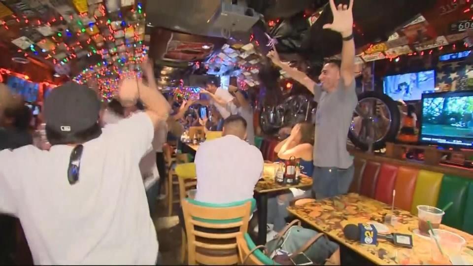 Dodgers fans celebrate return to World Series