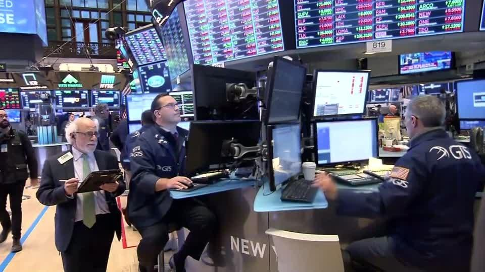 Wall Street tumbles as Apple swoons
