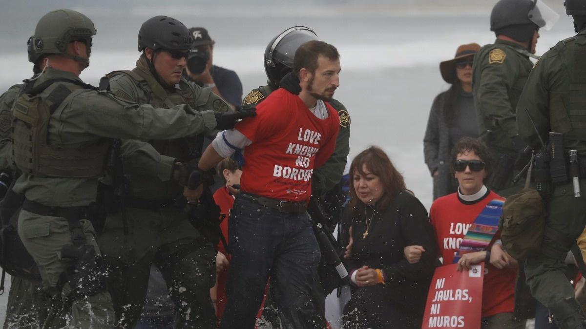 U.S. arrests faith leaders, activists at border