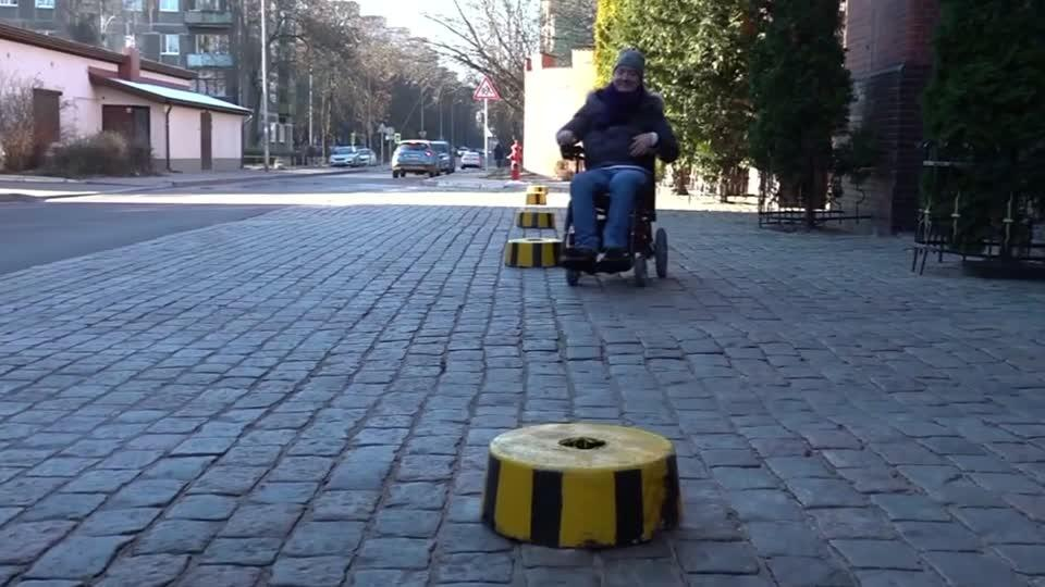 Paralysed Russian ex-pilot makes all-terrain wheelchairs in Kaliningrad