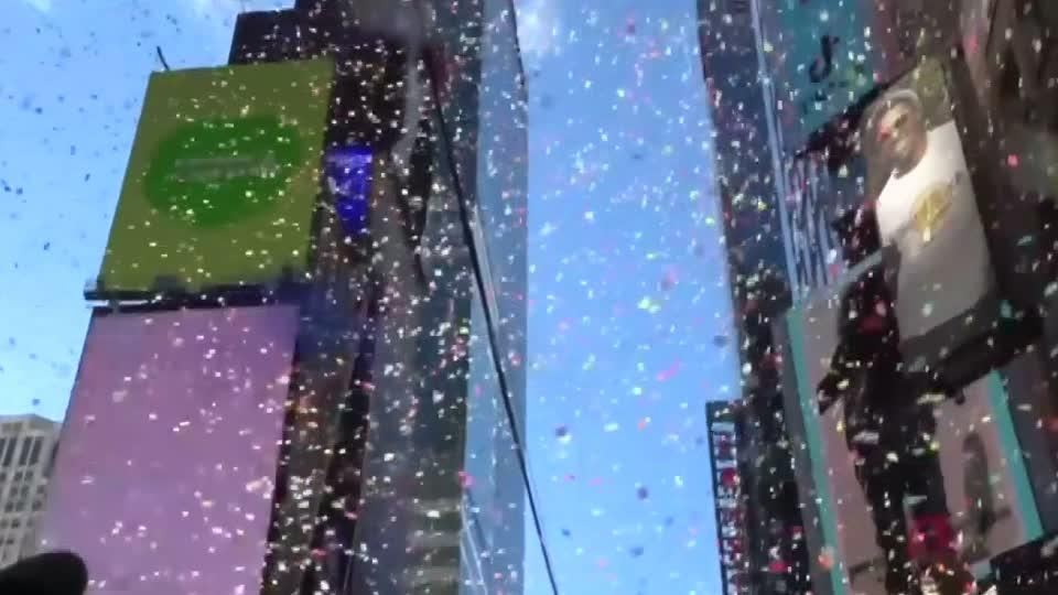 times square confetti tested for new years eve bash reuterscom
