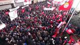إضراب يشل النقل الجوي والبحري والبري في تونس وآلاف يطالبون برفع الأجور