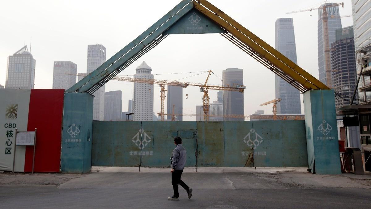 China's economic growth hits 28-year low