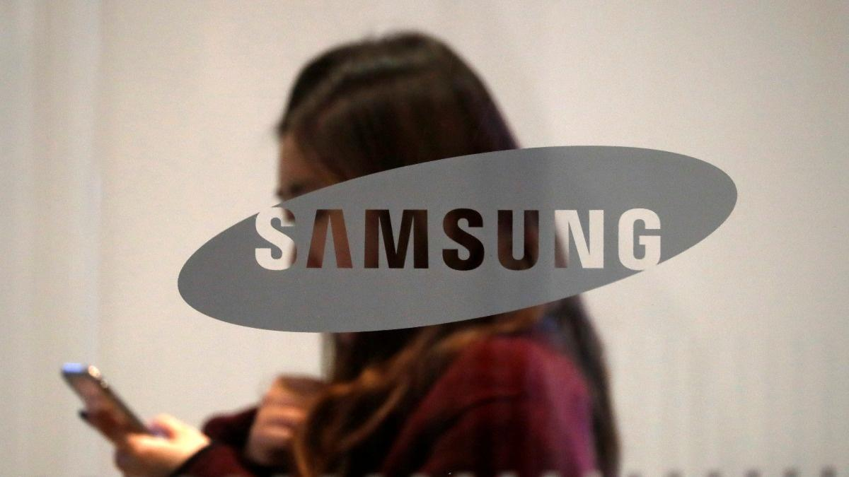 Samsung bets big on Huawei's troubles
