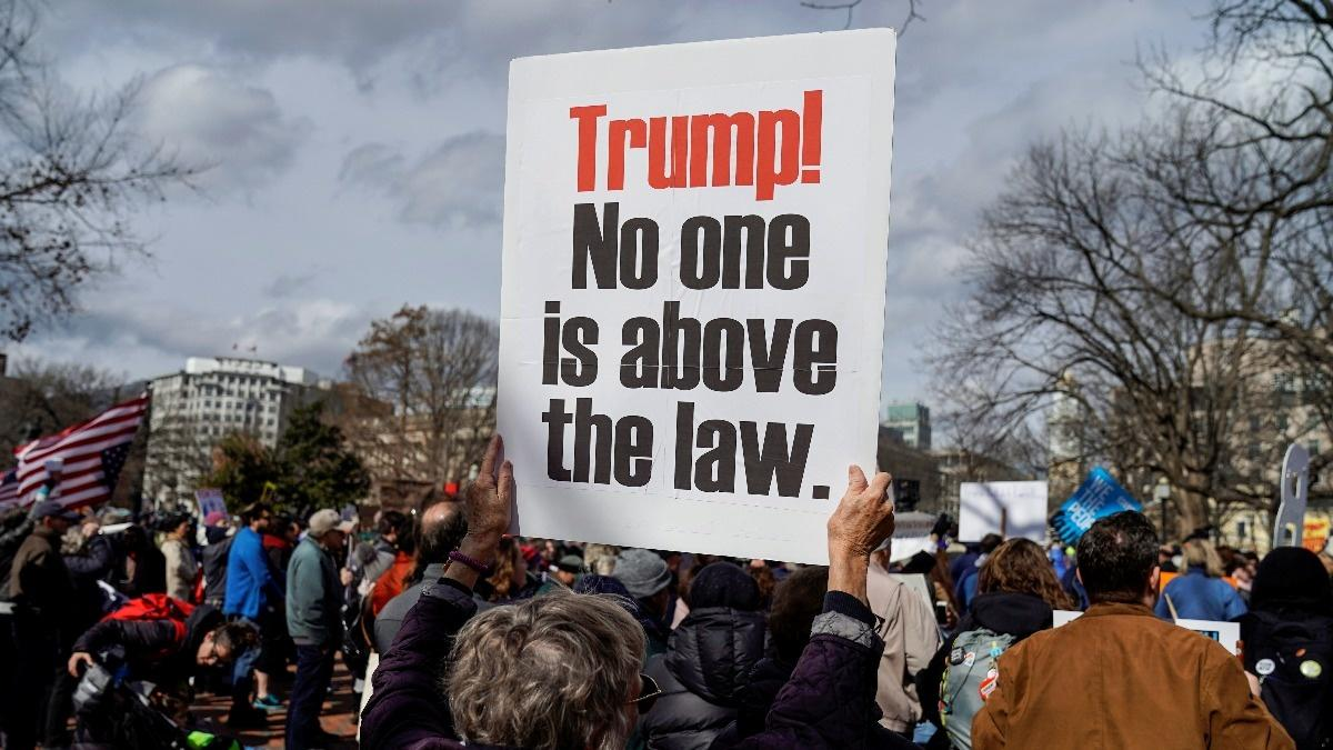Protesters demonstrate against Trump emergency order
