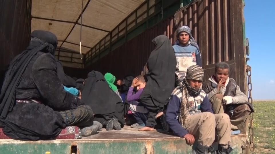 Trucks evacuate civilians from last Islamic State pocket in Syria