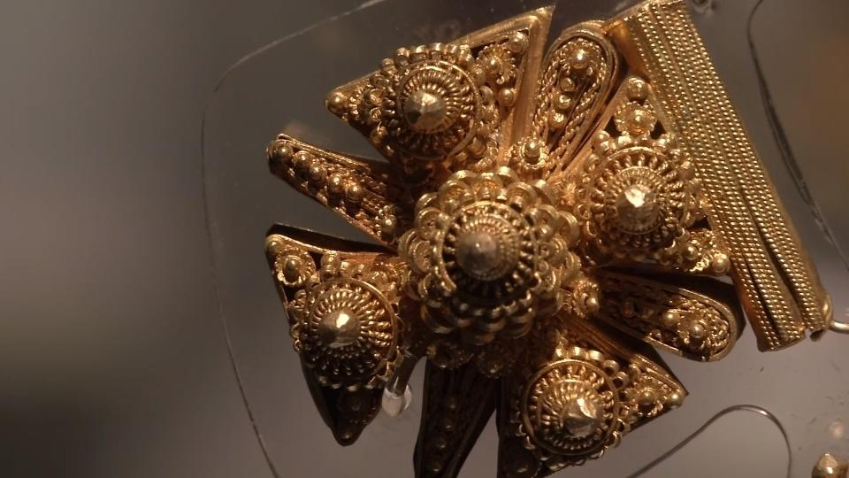 Slave history woven into Senegalese gold jewelery exhibit