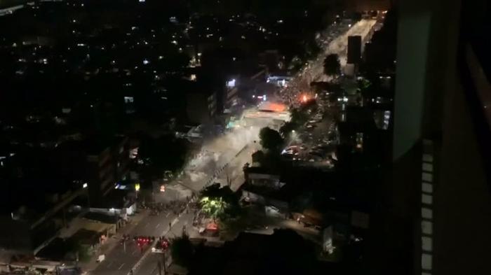 インドネシア大統領再選に抗議のデモ隊が暴徒化、6人死亡(字幕・22日)