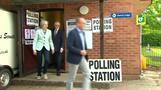 رئيسة وزراء بريطانيا تدلي بصوتها في انتخابات البرلمان الأوروبي