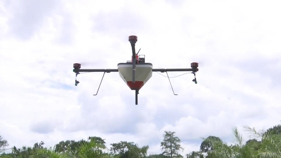 Drones take to the skies for bigger Ivorian harvests
