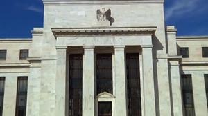 美联储维持利率不变 但暗示已做好降息准备