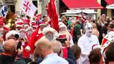 بابا نويل يستمتع بعطلة صيفية في كوبنهاجن