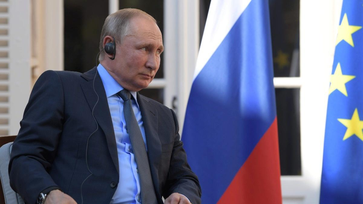 Putin chides Macron: Russia doesn't want yellow vests