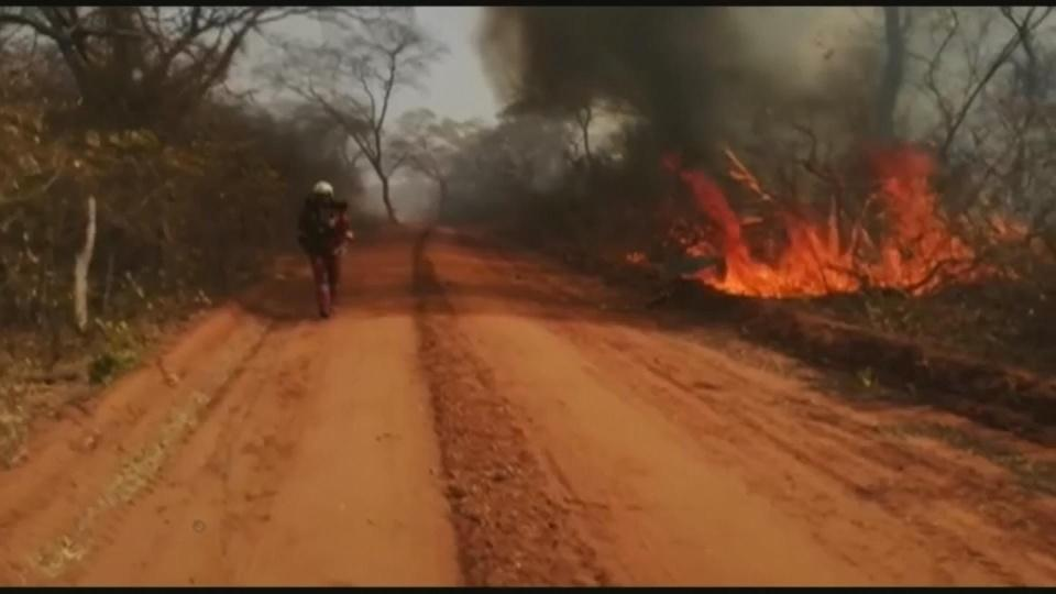 Bolivia firefighters 'helpless' against inferno