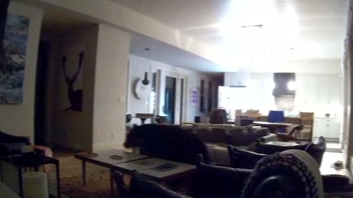 夜中に冷蔵庫をあさっていたのはクマ、タコミートを食べて帰る(字幕・22日)