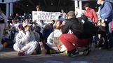 Klima-Demonstranten versperren Eingänge zur IAA