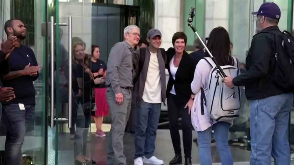 Tim Cook greets customers at reopened Apple Store
