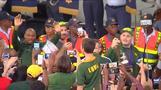 ラグビーW杯優勝の南アが凱旋帰国、国民団結の象徴に(字幕・6日)