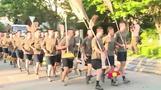 جنود من الجيش الصيني يظهرون في هونج كونج للمشاركة في تنظيف الشوارع
