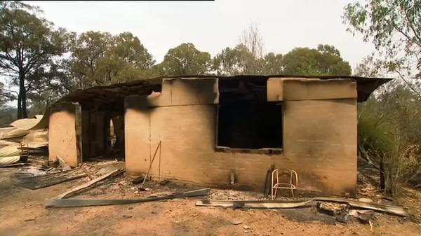 Bushfires continue to burn across Australia's east coast