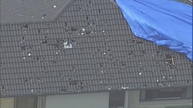 豪北部で「野球ボール大の雹」が降る、住宅の屋根に無数の穴(字幕・18日)