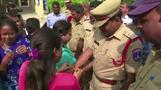 سكان مدينة هندية يرحبون بمقتل متهمين بالاغتصاب والقتل \