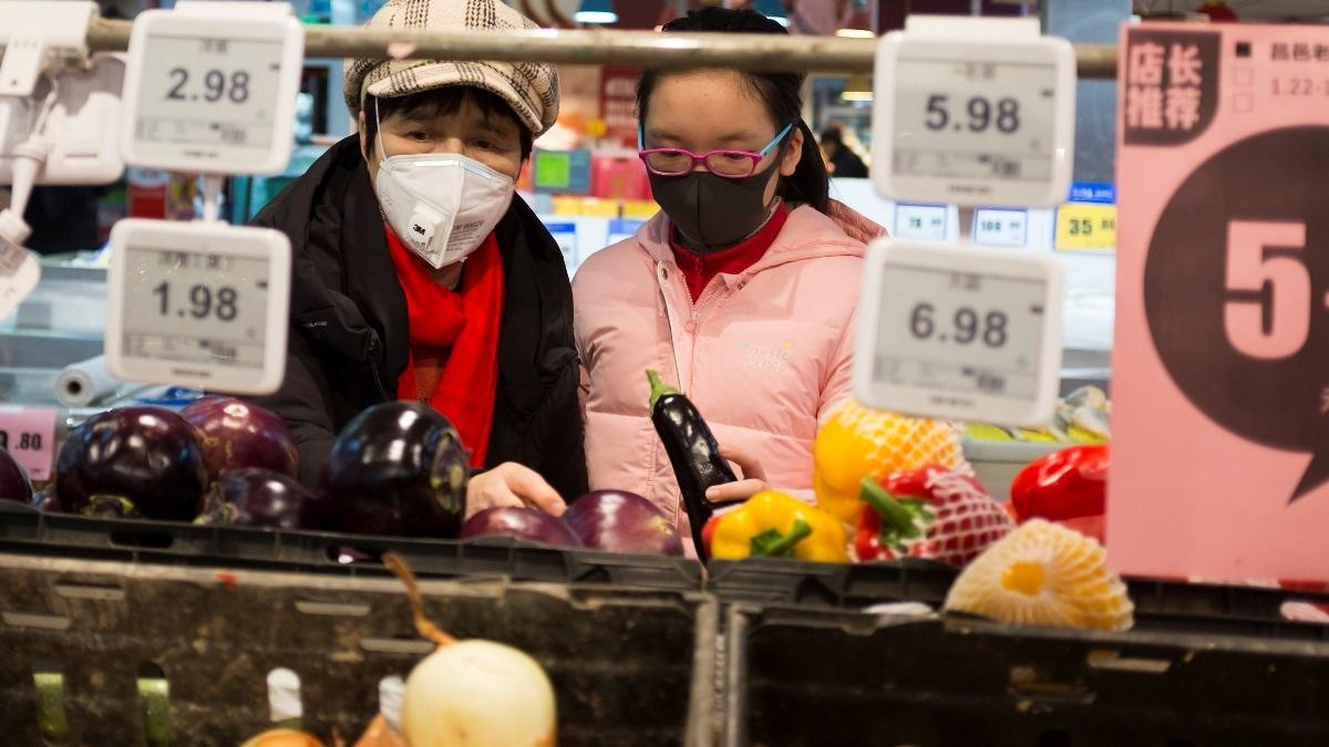1,300 infected as China tries to prevent pandemic