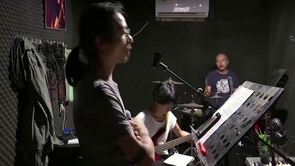 Noodle shop owner rocks through virus blues
