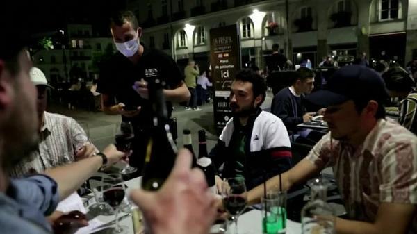 「ボナペティ!」、フランスの2カ月半ぶりにレストランが営業再開(字幕・3日)