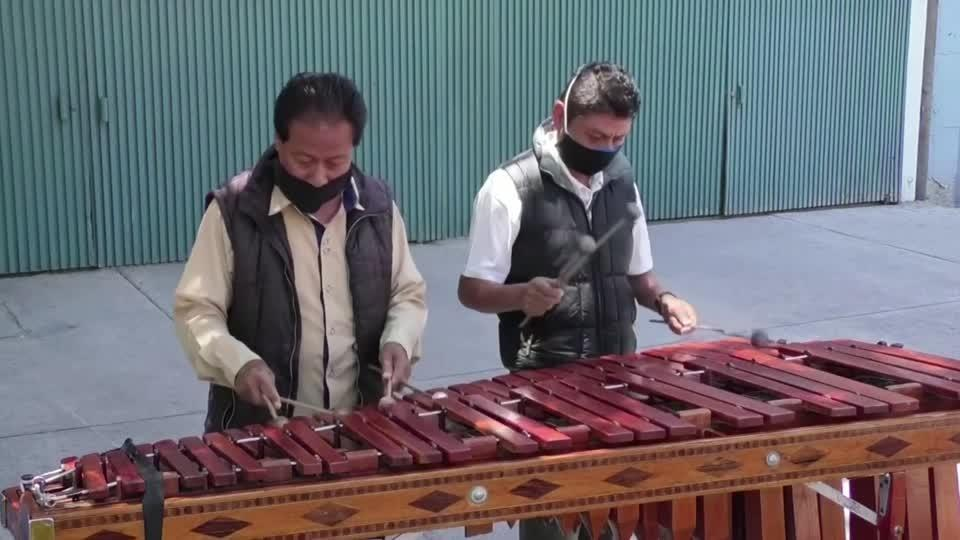 Mexican musicians bring melodies to the streets